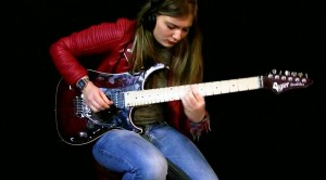 """Talented Teen Absolutely SLAYS Megadeth's """"Tornado Of Souls"""" – I Can't Believe How Fast She Is"""