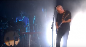 "David Gilmour Tears Up Face-Melting ""Comfortably Numb"" Solo"