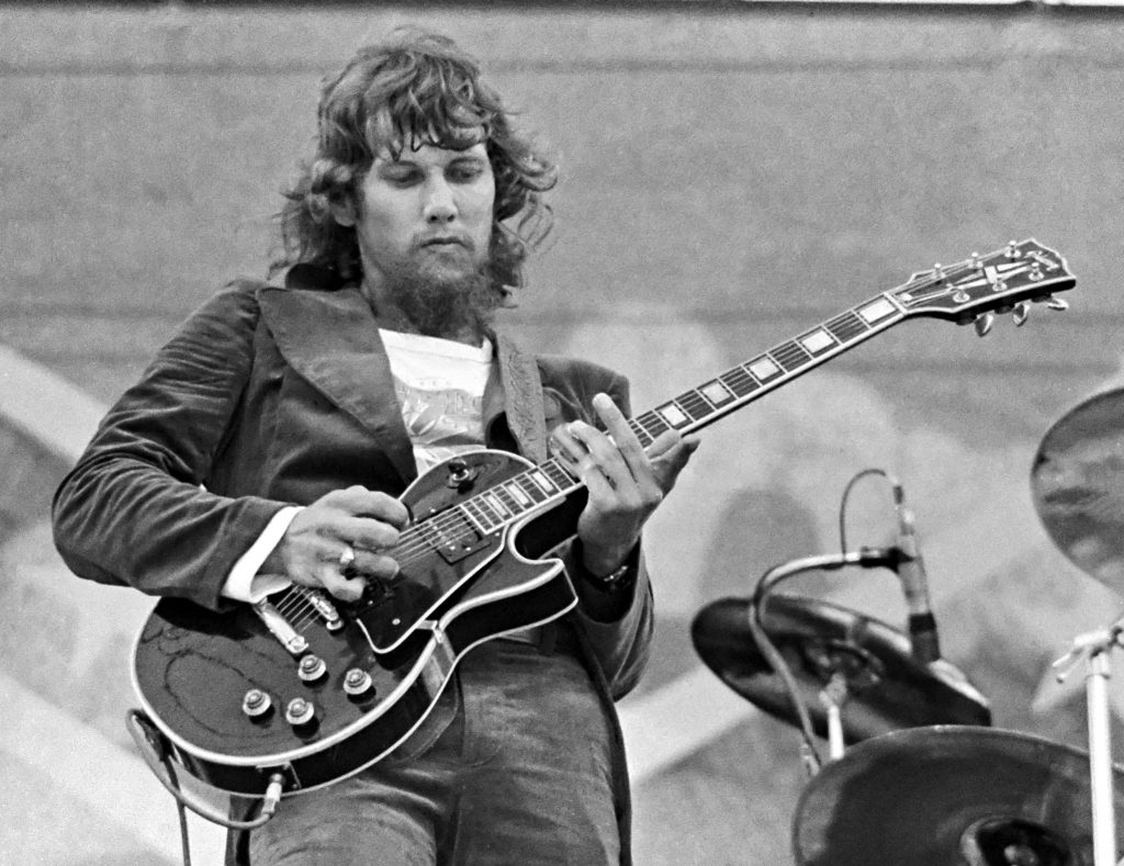 "Listen As Steve Gaines Learns Iconic ""Sweet Home Alabama"" In Rare"