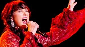 """Ann Wilson Leaves It All On The Stage For A High Octane Take On Led Zeppelin's """"Rock And Roll"""""""
