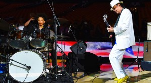 """Carlos Santana Takes A Page From Jimi Hendrix With Unique Spin On """"The Star Spangled Banner"""""""