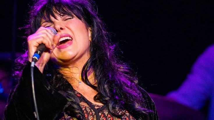 """Heart's Ann Wilson Reigns Supreme In Smokin' Cover Of Jimi Hendrix's """"Manic Depression"""" 