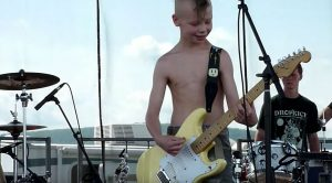 """9-Year-Old Plays """"Crazy Train"""" On Guitar – Randy Rhoads Would Be So Proud"""