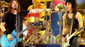 Joan Jett Joins The Foo Fighters On Stage For A Legendary Jam Session