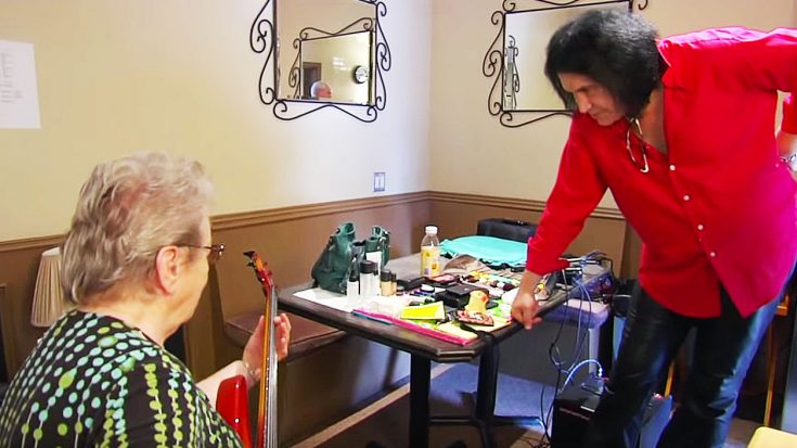 Gene Simmons Hands Bass To 83 Year Old Woman – Immediately Gets Schooled | Society Of Rock Videos