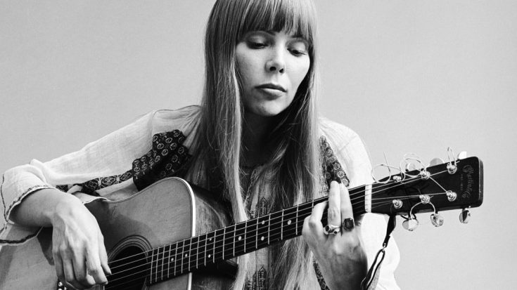 Joni Mitchell Celebrates Recovery With First Public Appearance In Over A Year | Society Of Rock Videos