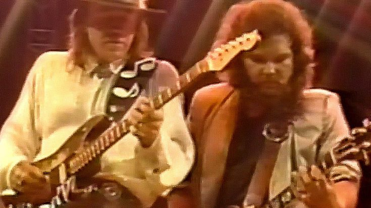 "Southern Rock Meets Texas Blues When Stevie Ray Vaughan Joins Skynyrd For ""Call Me The Breeze"" 