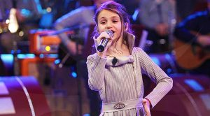 "12-Year Old Girl's Cover Of ""I Love Rock And Roll"" Showcases Her Phenomenal Voice!"
