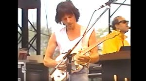 Jeff Beck Makes Guitar Weep Tears Of Joy | 'Cause We've Ended As Lovers' – Live (1986)
