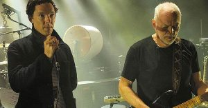 """This Is What Happens When David Gilmour Lets An A-List Actor Join Him For """"Comfortably Numb"""""""