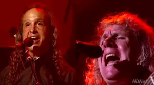 "Even 42 Years Later, Kansas Belt Out ""Carry On My Wayward Son"" Like Nobody's Business!"