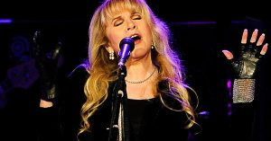 "Stevie Nicks Is The Queen Of Everything As She Casts A Spell With ""Edge Of Seventeen"""