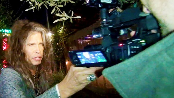 Steven Tyler Gets Revenge On The Paparazzi By Pulling A Legendary Prank! | Society Of Rock Videos
