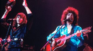 "Electric Light Orchestra Come Alive Centerstage With Epic Performance Of ""Telephone Line"""