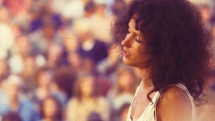 """Grace Slick Takes Woodstock Down The Rabbit Hole With Strange, Beautiful """"White Rabbit"""" Performance   Society Of Rock Videos"""