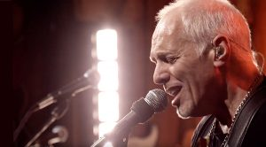 Peter Frampton Lights Up The Stage With Music | 'Show Me The Way' Live 2011