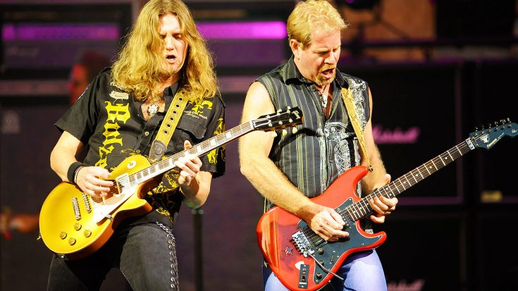 """Night Ranger Get The Crowd Involved In Epic Performance Of """"Sister Christian""""! 