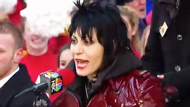 5 Years Ago, Joan Jett Crashed The Thanksgiving Parade And Tore The Damn Place Down | Society Of Rock Videos