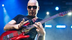 Joe Satriani Puts On An Absolute Masterclass And Wows Entire Audience!