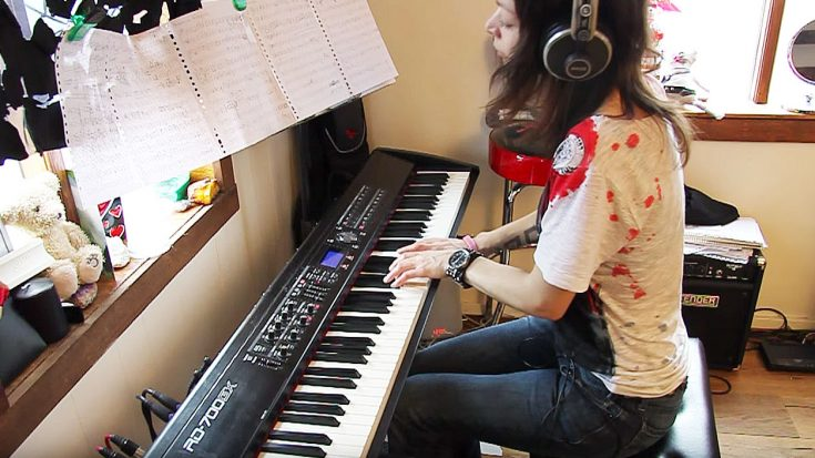Young Girl Turns 'Bohemian Rhapsody' Into Piano Written Masterpiece! | Society Of Rock Videos