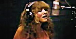"""Rare Footage Shows Stevie Nicks Alone In The Studio, Working Out The Kinks In """"Leather And Lace"""""""