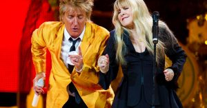 "It's A Party Onstage When Rod Stewart And Stevie Nicks Link Up For ""Young Turks"""