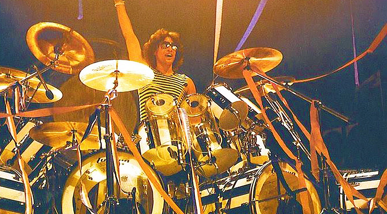 Alex Van Halen Outshines Eddie Van Halen With Mind Blowing Drum Solo Society Of Rock