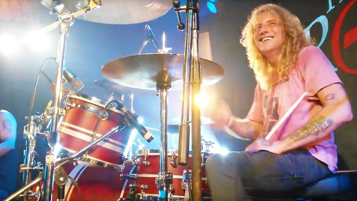 Steven Adler Surprises Guns N' Roses Tribute Band—Hops On Drums For Epic Jam Session! | Society Of Rock Videos