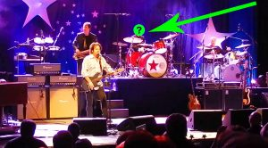 Legendary Drummer Crashes Toto's Concert For Unbelievable Cover Of This Rock N' Roll Classic!