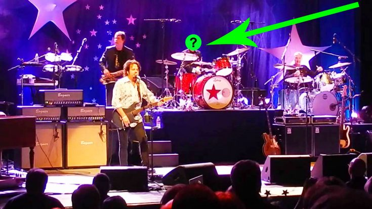 Legendary Drummer Crashes Toto's Concert For Unbelievable Cover Of This Rock N' Roll Classic! | Society Of Rock Videos
