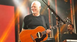 David Gilmour Refines His Craft With Stunning Performance Of 'Wish You Were Here'!