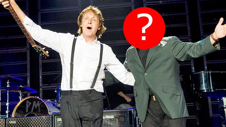 The Crowd's Cheers Were Deafening When Paul McCartney Brought This Surprise Guest To His Stage   Society Of Rock Videos