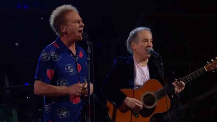 """The Time Simon & Garfunkel Performed """"Sound Of Silence"""" 53 Years Later 