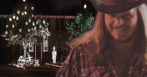 "Skynyrd Fans Synchronize Christmas Lights To ""Sweet Home Alabama"" For One Seriously Rockin' Light Show"