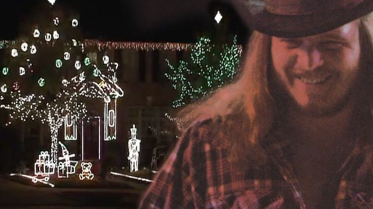 """Skynyrd Fans Synchronize Christmas Lights To """"Sweet Home Alabama"""" For One Seriously Rockin' Light Show 