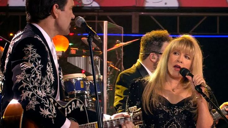 "Stevie Nicks Returns To Country Roots For A Twangy ""Santa Claus Is Coming To Town"" Duet With Chris Isaak 