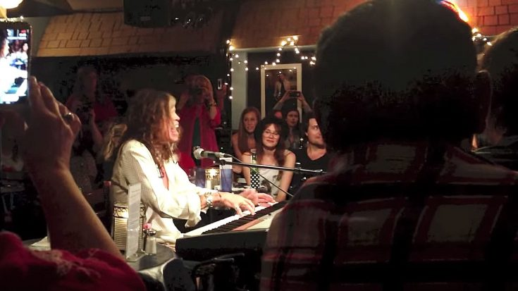 You're Sitting In A Cafe, Then Steven Tyler Unexpectedly Jumps On The Piano And Then…Well… | Society Of Rock Videos