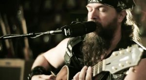 "Zakk Wylde Puts On An Absolute Masterclass With Acoustic Performance Of ""Queen Of Sorrow""!"