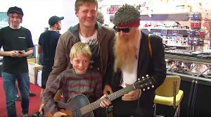Billy Gibbons Drops By Music Shop—People Immediately Start Filming!