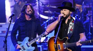 "Foo Fighters, Zac Brown Crash Late Night Talk Show For Legendary Cover Of ""War Pigs"""