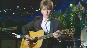 "Eric Johnson Returns To His Roots And Enchants Audience With Dazzling ""Song For Life"" Acoustic Cover"