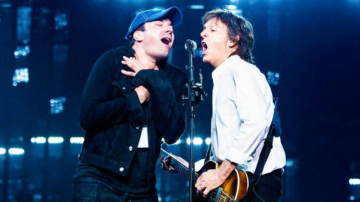 Jimmy Fallon Crashes Paul McCartney's Concert, And Treats Crowd To Incredible, Epic Duet! | Society Of Rock Videos