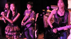 "Young Rock Band Hits The Stage For Phenomenal ""Sweet Child O' Mine"" Cover—Crowd Is Amazed!"