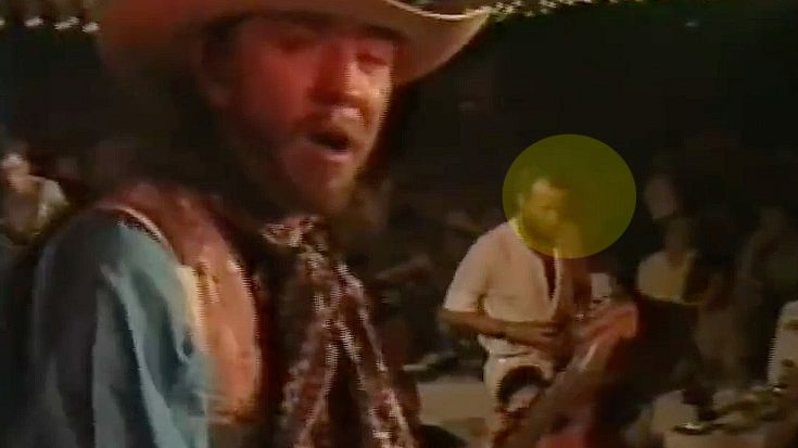 Stevie Ray Vaughan's Reaction To This Fan Interrupting Him Mid-Solo Is Absolutely Priceless | Society Of Rock Videos