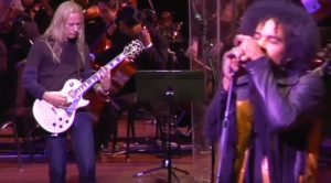 "Alice In Chains Join Symphony For Epic, Once In A Lifetime Cover Of Led Zeppelin's ""Kashmir""!"