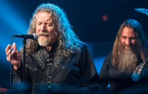 "Robert Plant Sings An Incredible Mash Up of ""Whole Lotta Love"""
