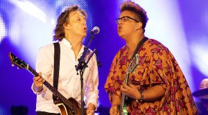 "Paul McCartney Invites Alabama Shakes' Brittany Howard On Stage For Legendary Duet Of ""Get Back""!"