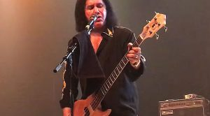 "Gene Simmons Marks First Ever Solo Show With Rowdy ""Johnny B. Goode"" Tribute To Chuck Berry"