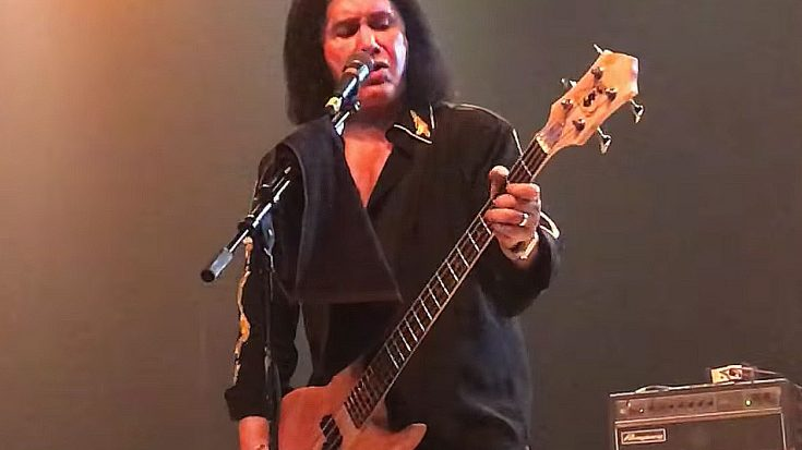 "Gene Simmons Marks First Ever Solo Show With Rowdy ""Johnny B. Goode"" Tribute To Chuck Berry 
