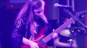 """Young Girl Is Filmed Playing """"Stairway To Heaven"""", But When She Starts Soloing Is What You Gotta See!"""